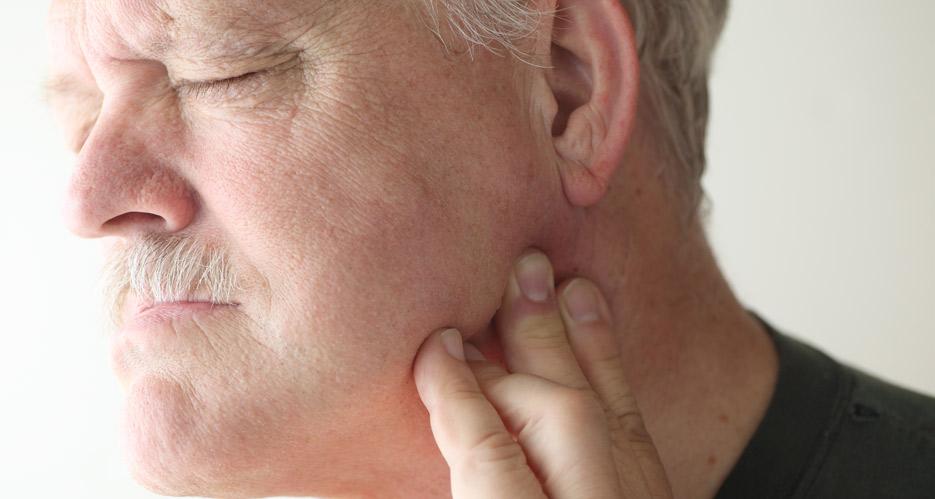 ¿Por qué se infectan los implantes dentales?